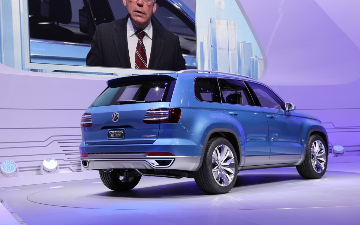 Volkswagen Crossblue Concept rear three