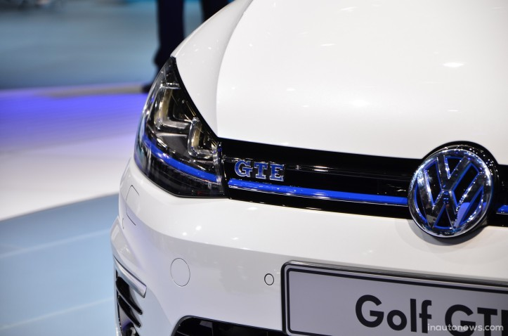 vw-golf-gte-Live-Geneva-2014-01