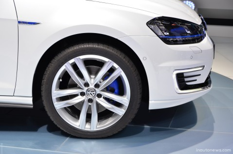 vw-golf-gte-Live-Geneva-2014-02