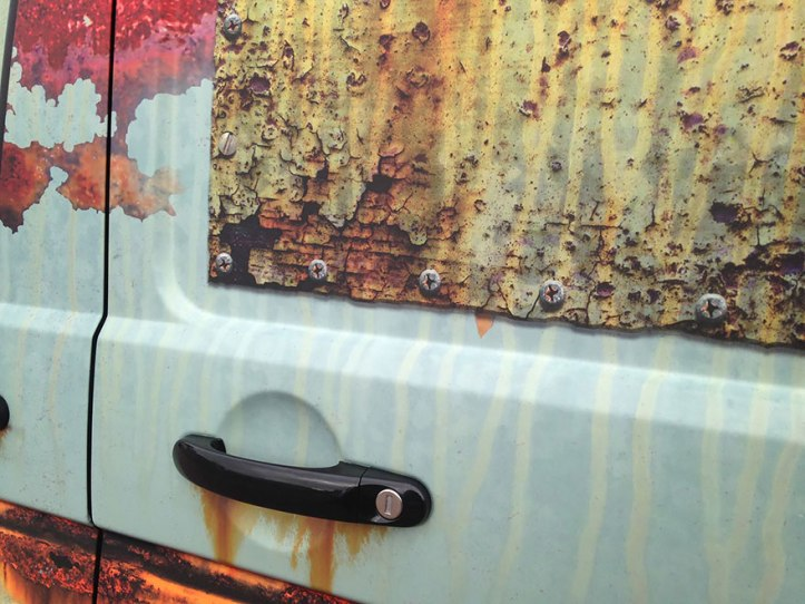 rusty-car-vinyl-wrap-vw-van-clyde-wraps-3
