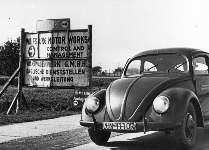 Volkswagen_primeiro-Beetle-a-sair-da-linha-de-montagem-1024x734